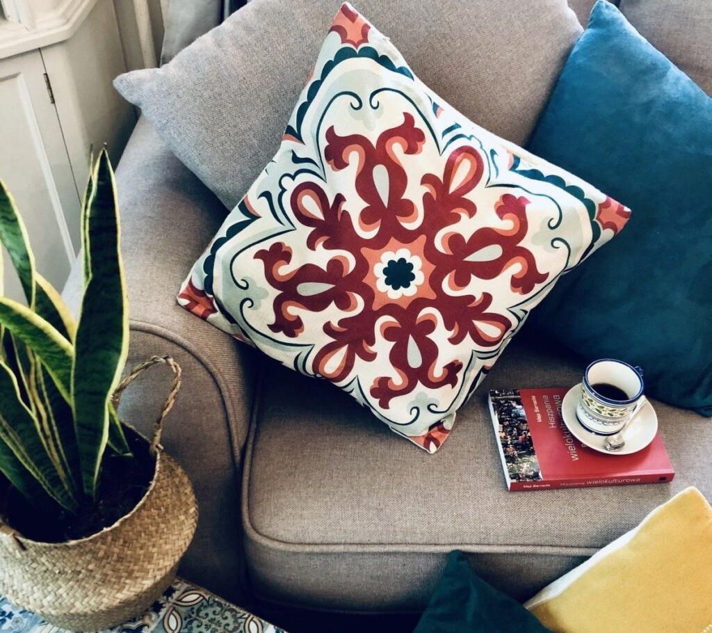 Jeśli drzemka, to tylko na pięknej poduszce. Oto nasza poszewka Kordoba, inspirowana andaluzyjską ceramiką. Kupisz ją tutaj!