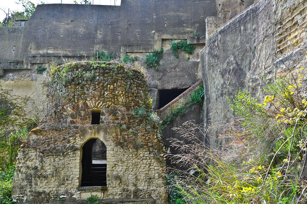 Miejsce domniemanego pochówku poety wneapolitańskim Parco della Grotta di Posillipo, fot.: Armando Mancini / Flickr, CC BY-SA 2.0