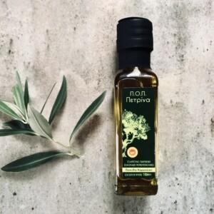 Panaceum, czyli lek na wszystko, to dla Greków m.in. oliwa z oliwek. Doskonała w kuchni, ma też świetny wpływ na urdoę i może być stosowana w łazience do zabiegów kosmetycznych, np. olejowania włosów. Nasze małe buteleczki greckiej oliwy Petrina sprawdzą się tu idealnie! Znajdziejsz je pod tym linkiem.