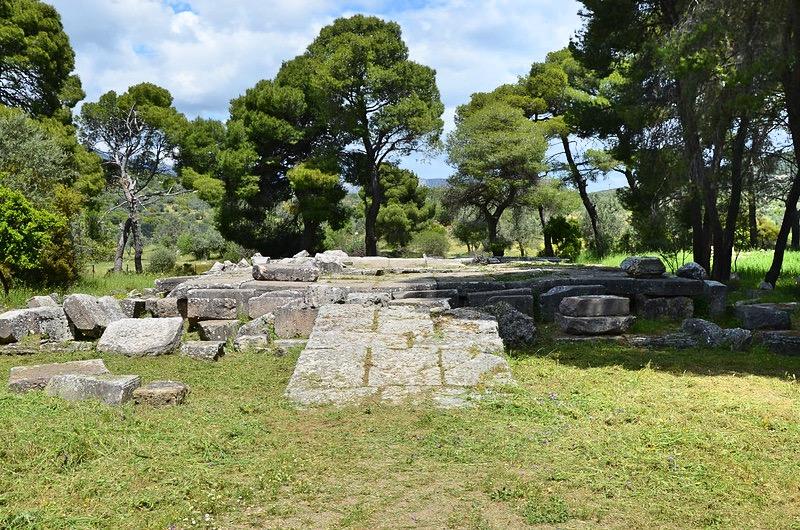 Ruiny Propylejonu wEpidauros, fot. Carole Raddato / Flickr,