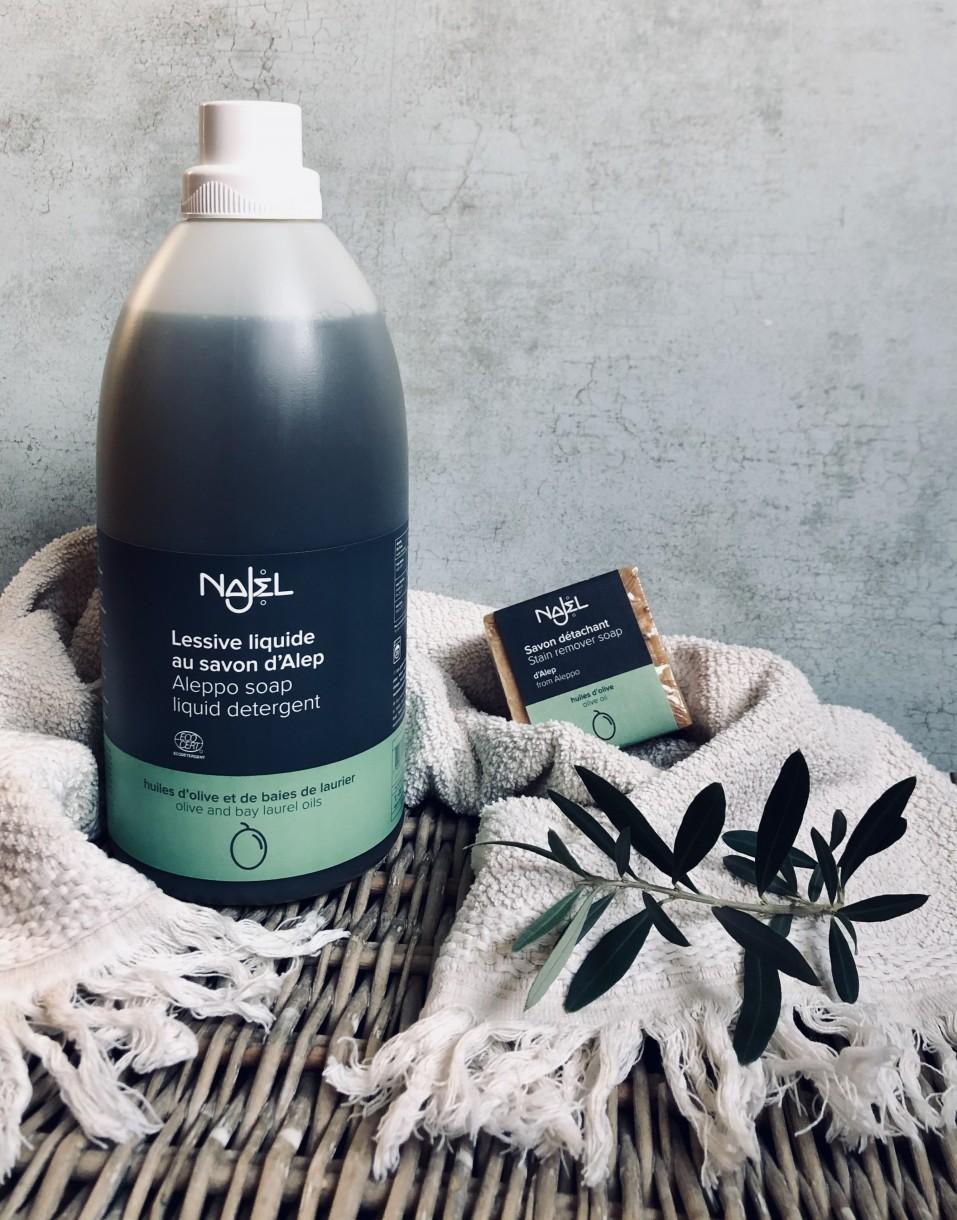 W sklepie Lente kupić można naturalne mydło zAleppo przeznaczone do prania oraz odplamiające kostki na jego bazie. Aby odwiedzić sklep, kliknij wzdjęcie