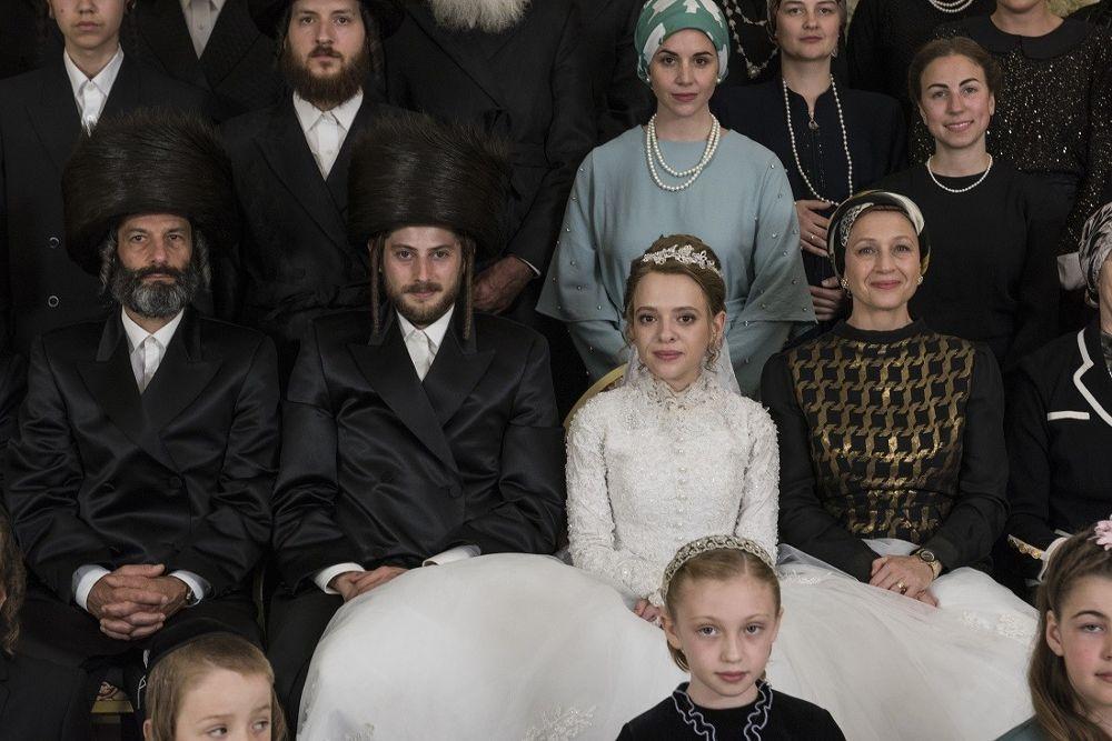 Serial Unorthodox związany jest zdynastią chasydzką Satmar (dworem chasydzkim skupiającym głównie chasydów okorzeniach węgierskich irumuńskich)