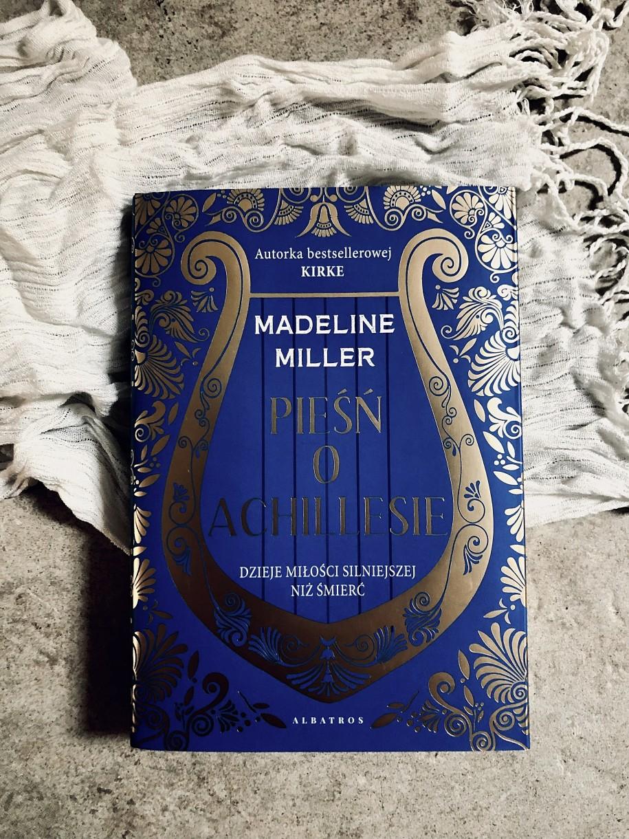 Powieść Madeline Miller pt. Pieśń oAchillesie dostępna jest wnaszym sklepie pod tym linkiem.