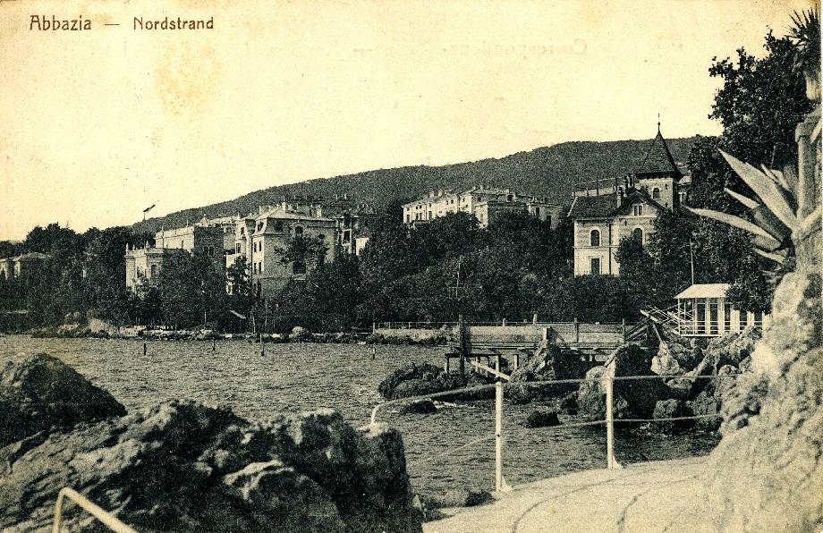 Opatia na starej pocztówce